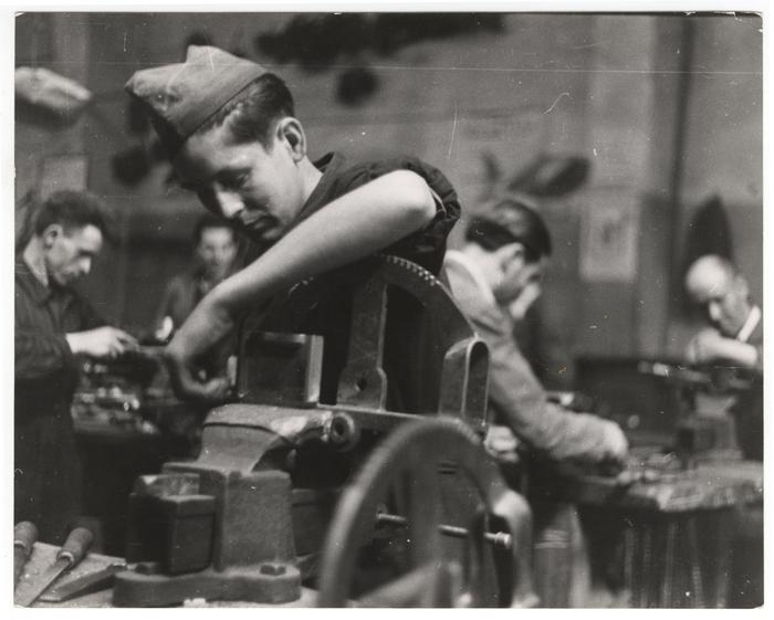 Trabalhador em uma fábrica de munições. Espanha, 1937