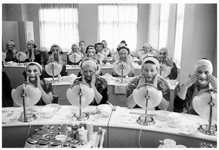 USA. New York City. 1958. Beauty class at the Helena Rubinstein Salon.