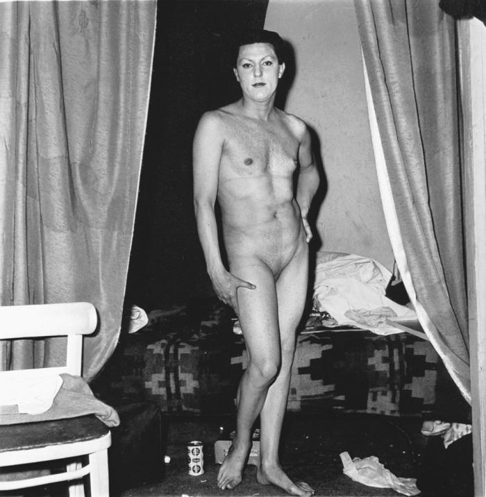 00 Arbus-nakedmanbeingwoman-1