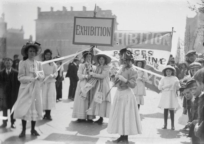 Christina Broom-London-1909