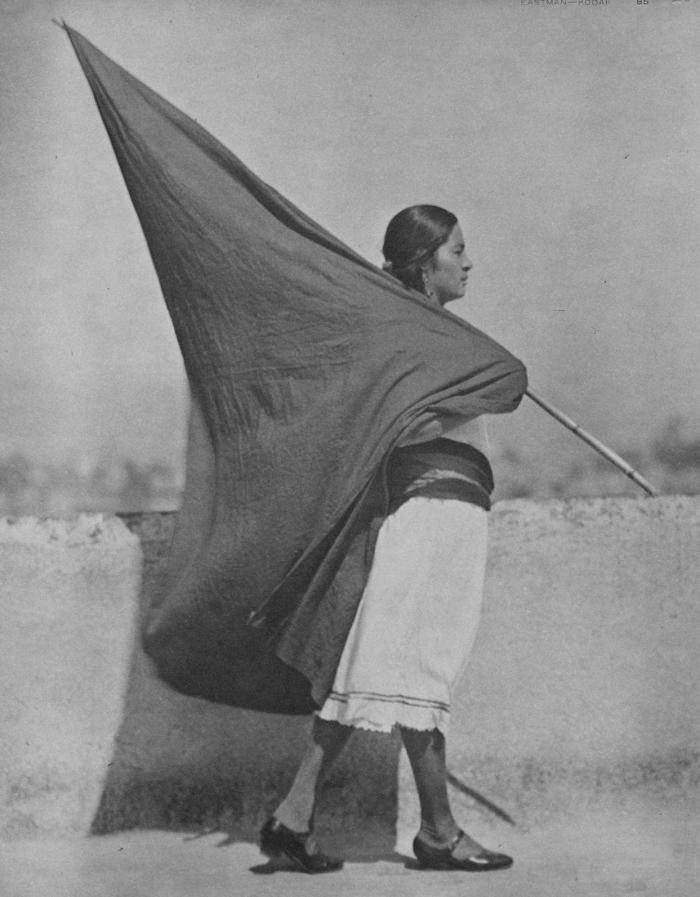 Tina mulher com bandeira
