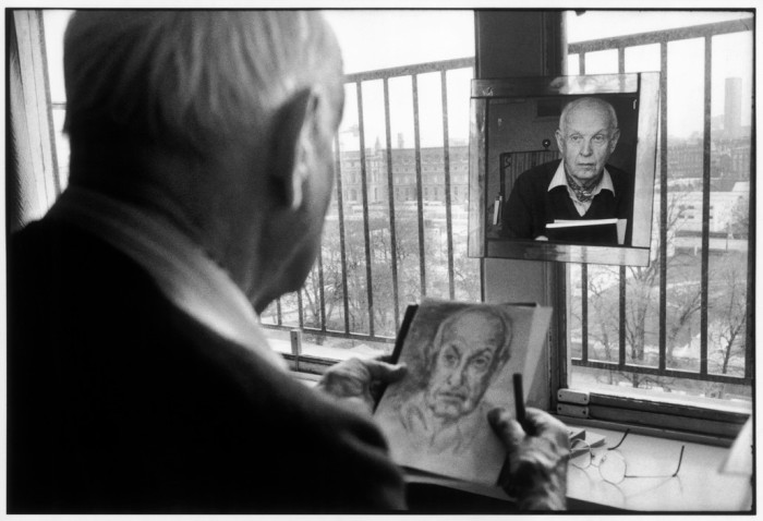 Retrato do fotógrafo francês Henri Cartier-Bresson. França, 1992. © Martine Franck/Magnum Photos