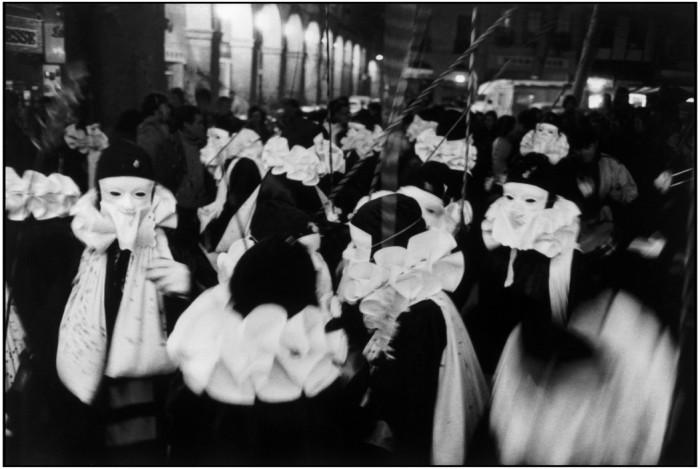 Carnaval França, 1976. Foto: © Martine Franck/Magnum Photos