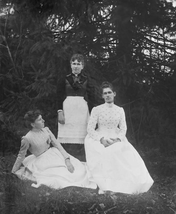 maids-1892